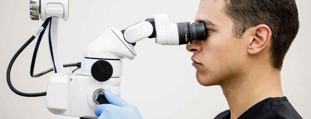 Використання мікроскопу в лікуванні зубів – якісно, безпечно, ефективно!